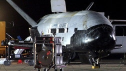 The U.S. Air Force is poised to launch its second robotic X-B space plane on a secret mission Friday, with some experts speculating that the classified flight will test new spy satellite technologies.