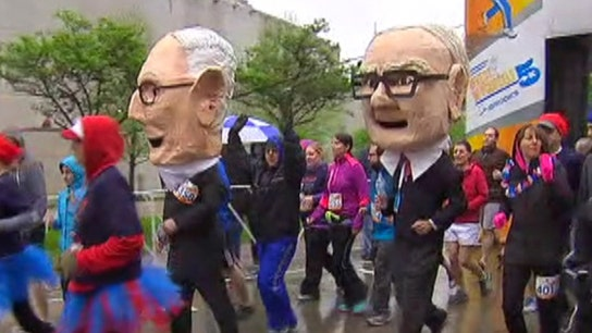 Buffett, Munger bobbleheads join the 'Invest in Yourself' 5K