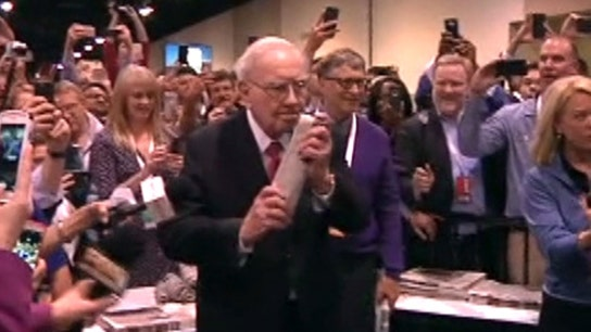 Warren Buffett, Bill Gates compete in the annual newspaper toss