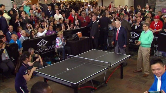 Laying the paddle down: Buffett, Gates play ping pong