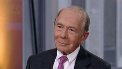 Former AIG CEO Hank Greenberg defends J.P. Morgan CEO Jamie Dimon's leadership at the bank.