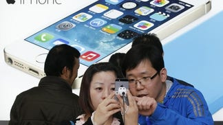 FBN's Liz MacDonald explains the supposed leaked photos of Apple's iPhone  on Chinese website Weibo.