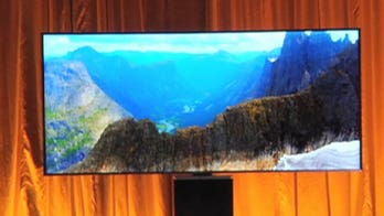 Samsung unveils its curved SUHD TV at CES