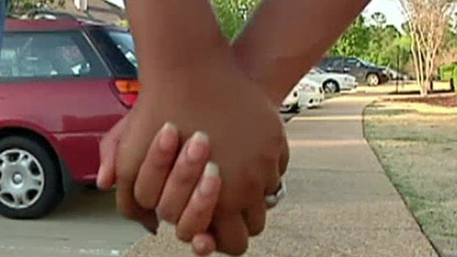 New trend in relationships: 'love contracts'