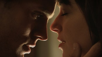 'Fifty Shades of Grey' review: Mediocre plot, bland characters, twisted subject matter make for bad movie