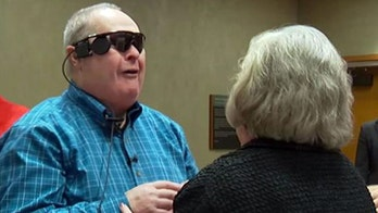 Man gets bionic eye, sees family for first time in 10 years