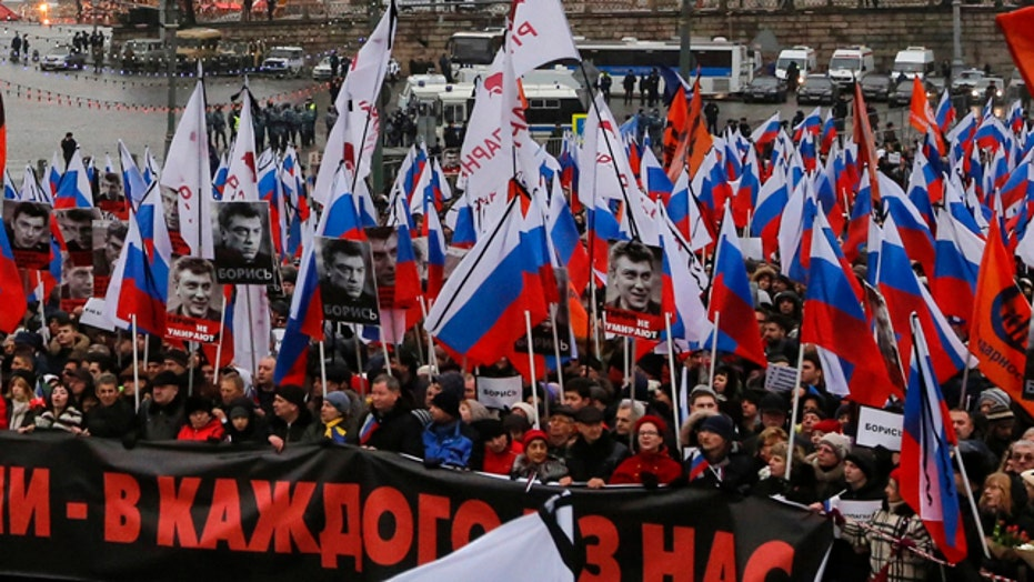 Thousands rally in Moscow to mourn slain opposition leader