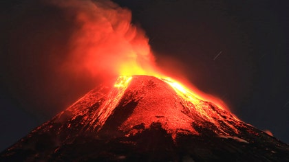 Raw video: Villarrica volcano shoots lava high into air