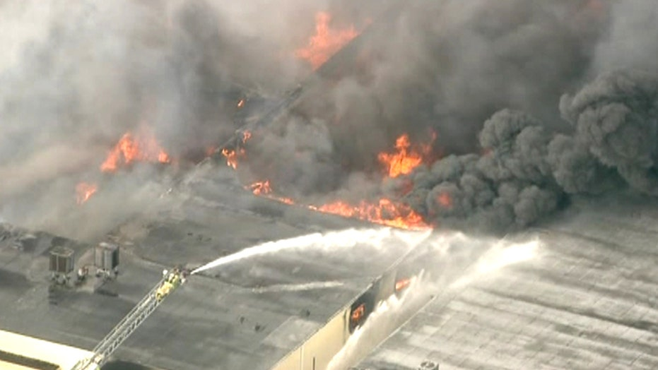 Major 4-alarm fire rages at Florida furniture warehouse