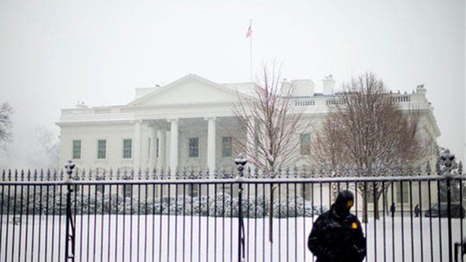 Government, schools close as heavy snow slams DC