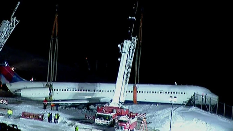Cranes remove crashed Delta jet from LaGuardia runway
