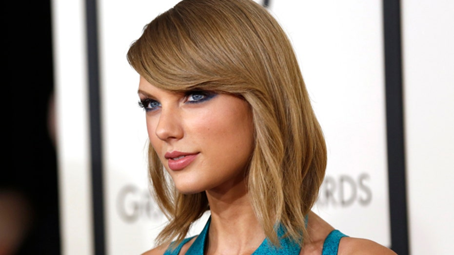Two Tips to Capture Taylor Swift's Signature Look