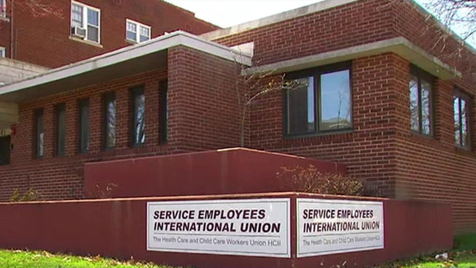 Illinois workers file lawsuit to end mandatory union dues