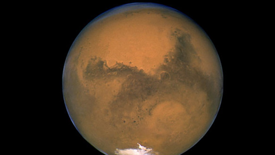 Study suggests water forms on surface of Mars at night