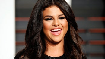 Selena Gomez poses with mom, sister in rare family photo: 'Couldn't love this more'