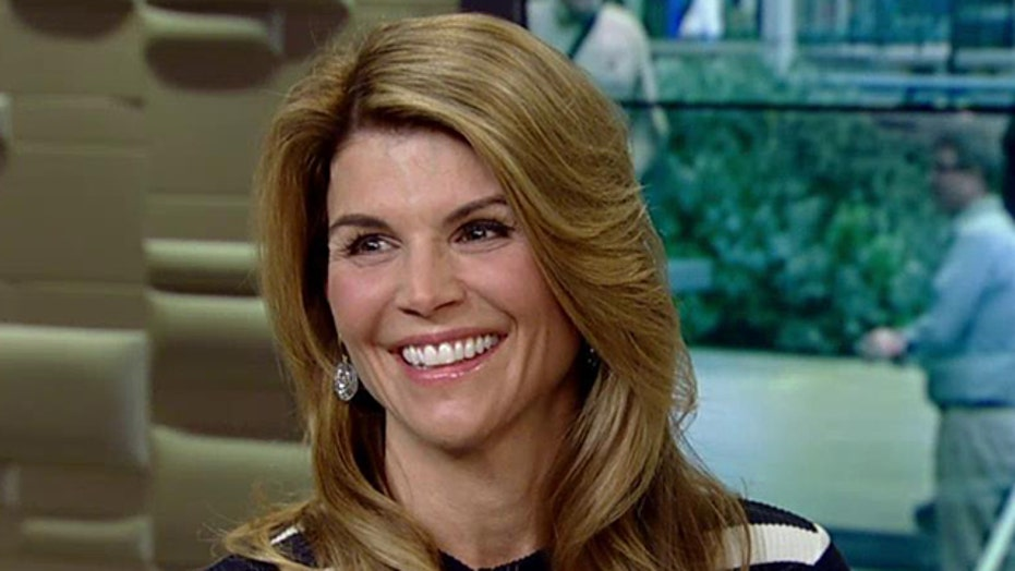 Lori Loughlin talks 'Full House' reboot