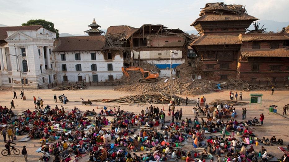 Aftershocks hinder rescue efforts after Nepal earthquake