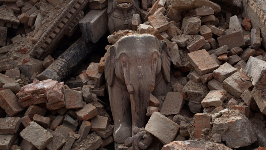 Death toll in Nepal earthquake tops 4,400