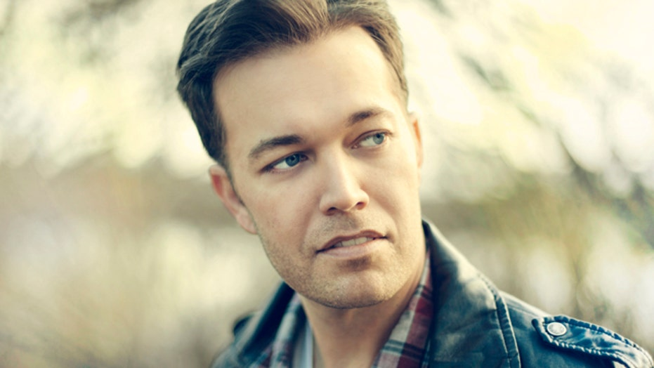 Lucas Hoge supports the troops through country music