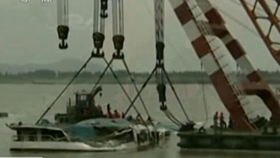 Crews right capsized Chinese cruise ship, death toll rises