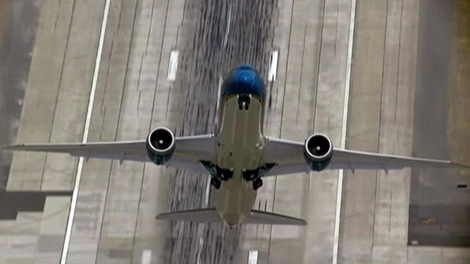 Boeing 787 Dreamliner shows off vertical takeoff