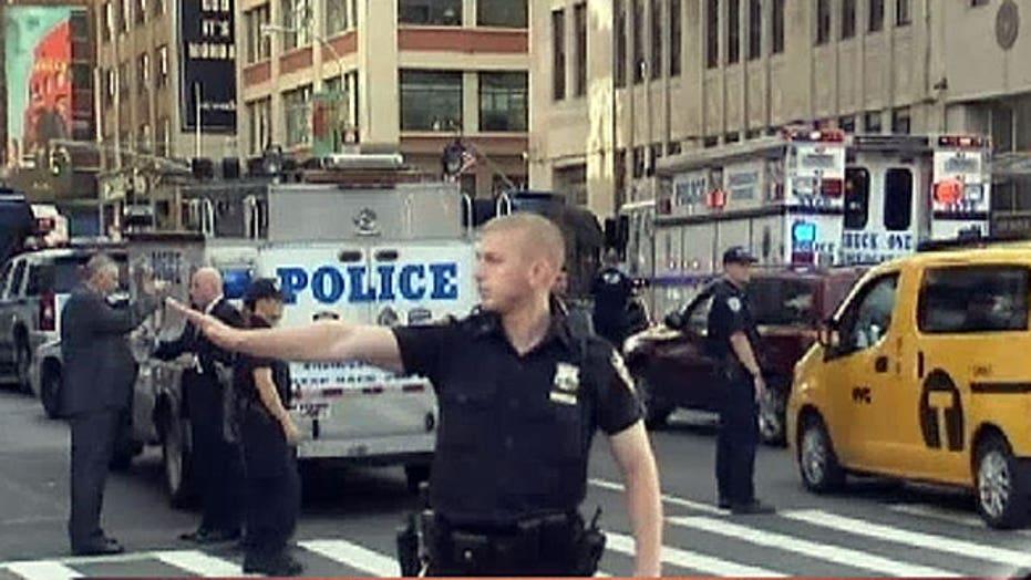 Gunman, security guard killed in Federal Building shooting