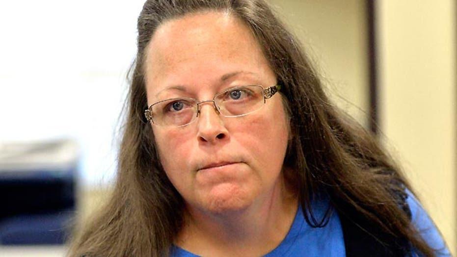 Ky. clerk denying same-sex marriage licenses remains defiant