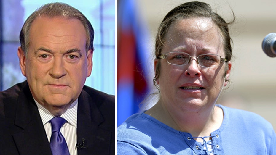 Huckabee to hold rally in support of Kentucky county clerk