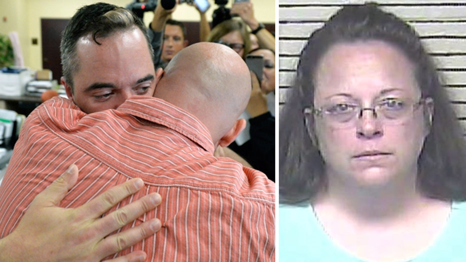 Gay couple gets marriage license in Ky. with clerk jailed