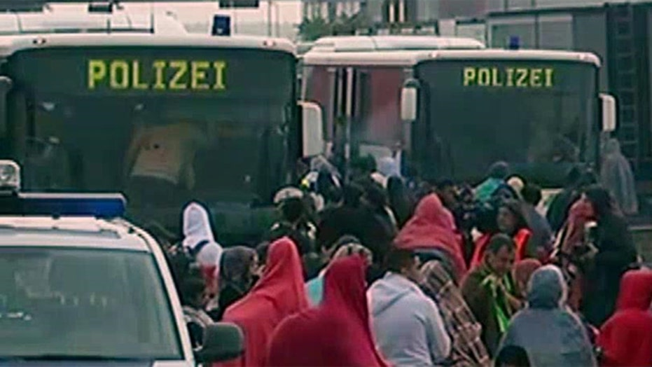 Thousands of Syrian refugees arrive in Austria