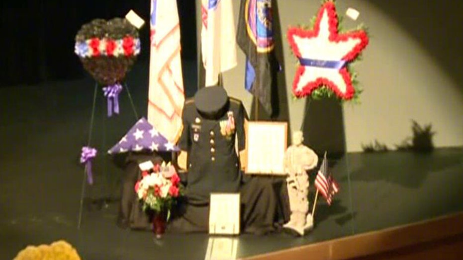 Thousands attend funeral of slain Ill. police officer