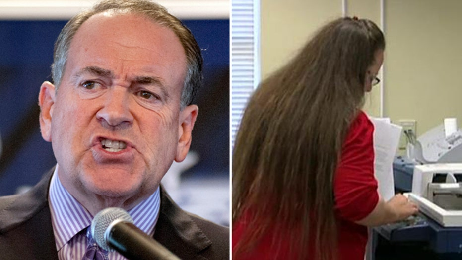 Mike Huckabee sounds off after Kim Davis returns to work