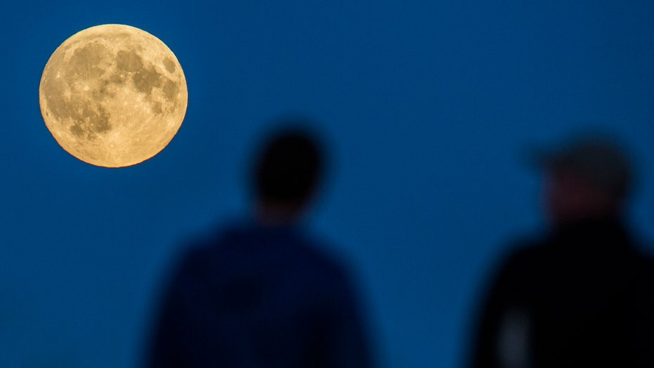 Lunar eclipse shares the sky with 'Super Moon'