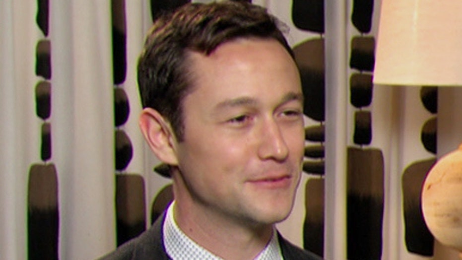 Joseph Gordon Levitt goes wire-walking in 'The Walk'