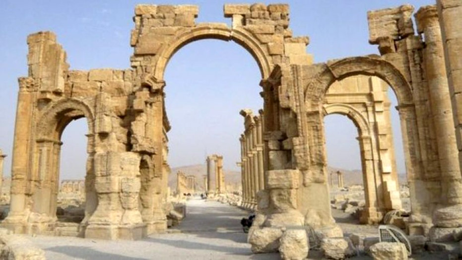 ISIS reportedly destroys Syrian Arch of Triumph