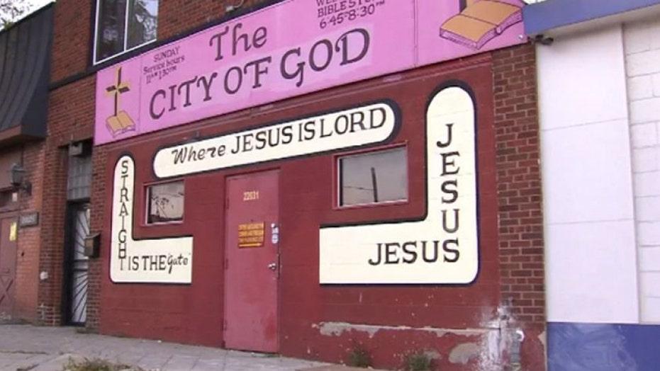 Pistol-packing pastor kills church intruder in Detroit