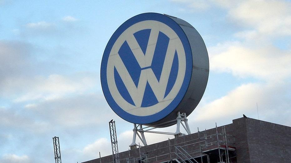 Volkswagen emissions crisis grows