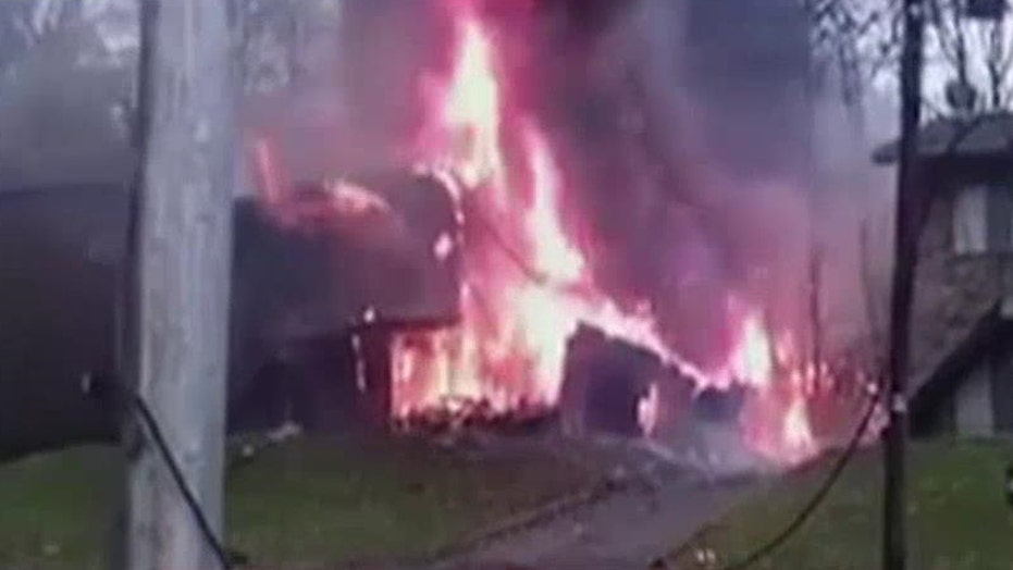 Small plane crashes into apartment building in Akron, Ohio