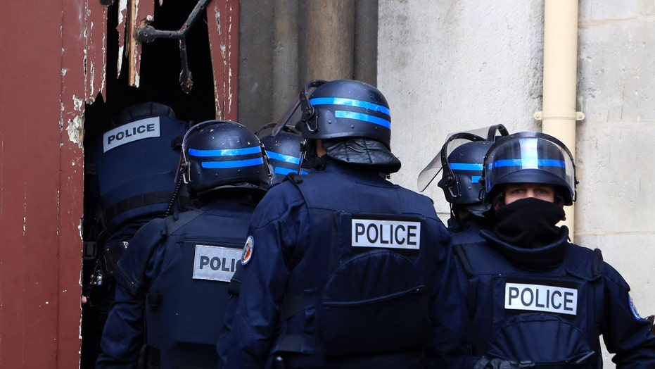 2 dead, 7 arrested in raid targeting Paris terror mastermind