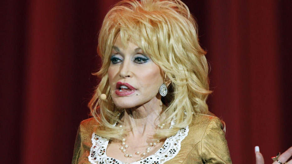Dolly Parton hitting the road for the first time in 25 years