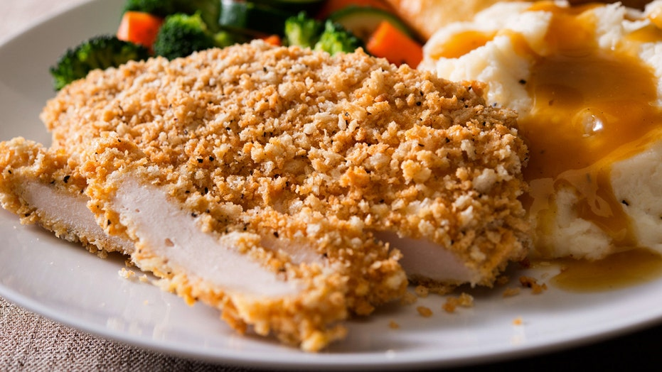 Will Boston Market's oven crisp chicken fry the competition?