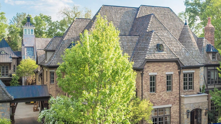 Country star's mansion for sale