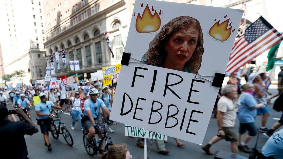 Bernie backers protest in Philly after DNC email leak