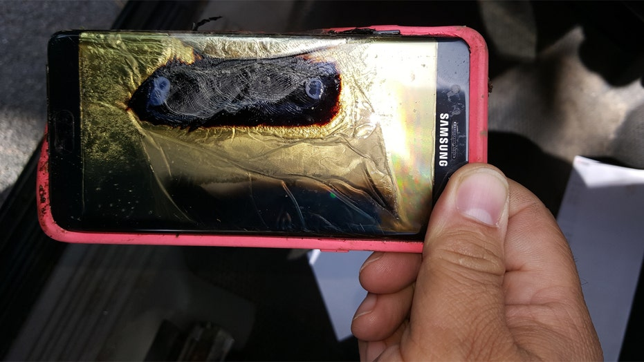Samsung temporarily halts production of Galaxy Note 7 phones