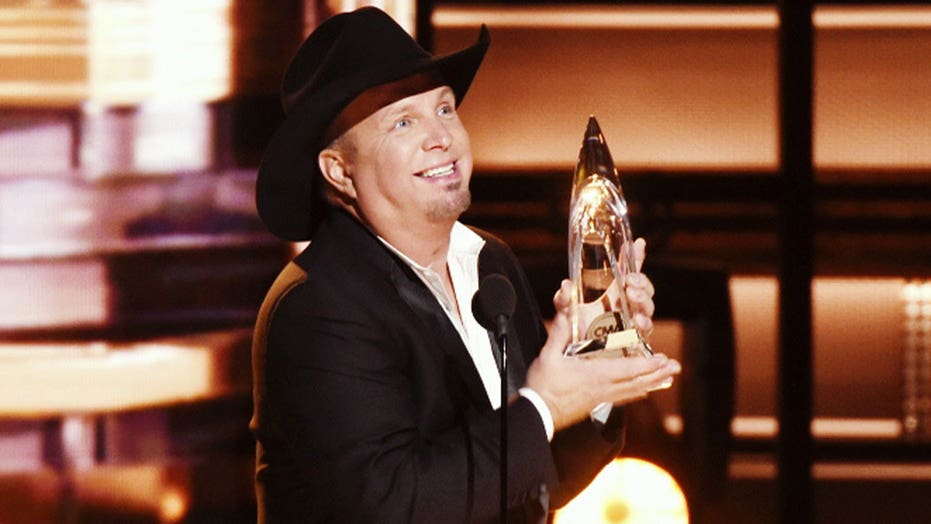Garth Brooks' comeback continues
