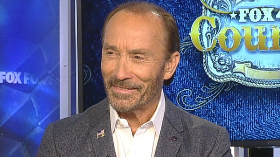 Lee Greenwood honors disabled veterans