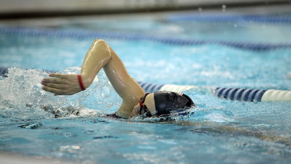 Athlete takes on triathlon despite blindness