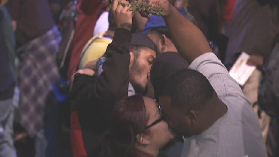 Six Flags breaks record for couples kissing under mistletoe