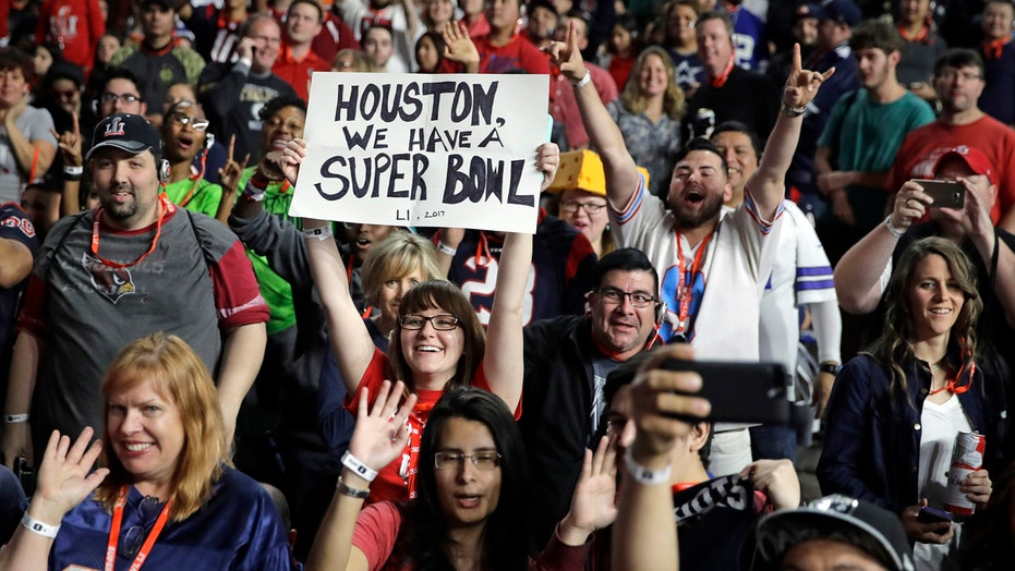 Fans arrive for Super Bowl festivities in Houston