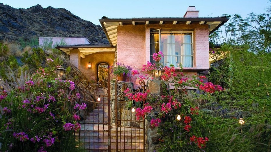 Suzanne Somers' stunning Palm Springs retreat
